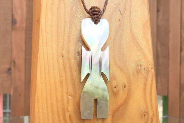 【商品紹介】真珠以上の輝き✨「マザー・オブ・パールのマクラメネックレス」